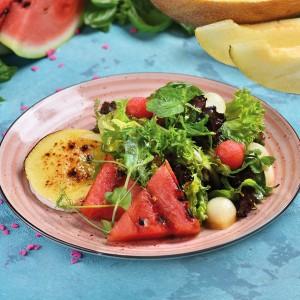 Салат из сыра Камамбер, Дыни и Арбуза - фото